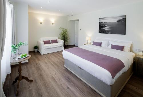 Superior Double Room Boutique Hotel Can Pico 5