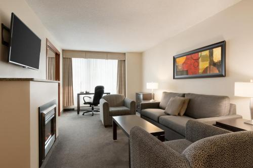 Embassy Suites By Hilton - Montreal - Photo 6 of 42