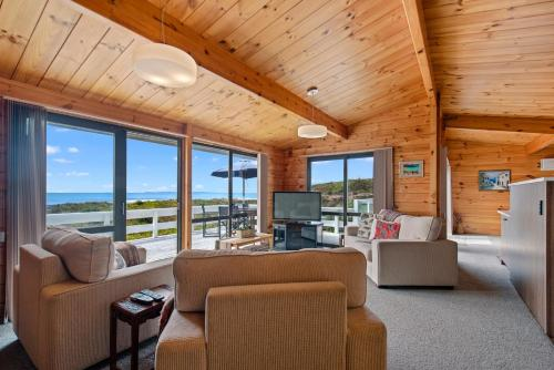 Oceanside Bach - Mount Maunganui Holiday Home - Hotel - Mount Maunganui
