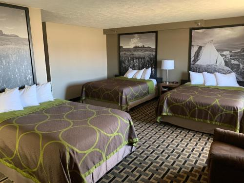2 Queen Beds and 1 Double Bed Non-Smoking