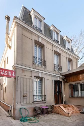 Cameleon Paris Guesthouse (B&B)