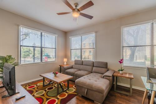 在meiguo.com看到的Corporate Apartments Routh St - Uptown Dallas的介绍图片