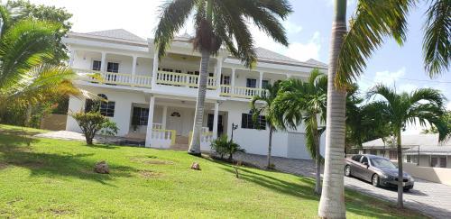 . Coral Gardens Villa
