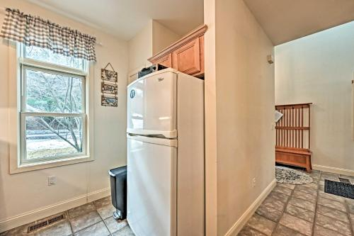 Condo with Community Perks, 5 Min to Ski Quechee - Apartment