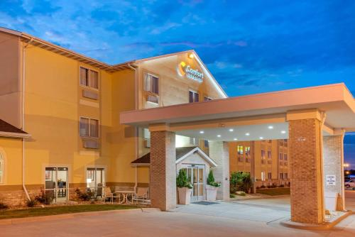 . Comfort Inn & Suites near Route 66