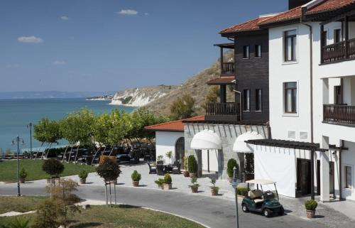 . Thracian Cliffs Owners Apartments