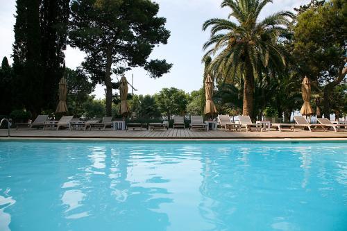 . Hotel Trias