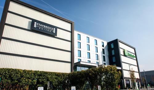 Staybridge Suites London Heathrow - Bath Road