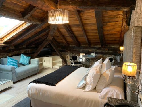 Suite con bañera de hidromasaje Palacio Torre de Ruesga 4