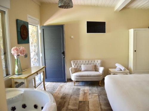 Suite Deluxe con bañera de hidromasaje Palacio Torre de Ruesga 5