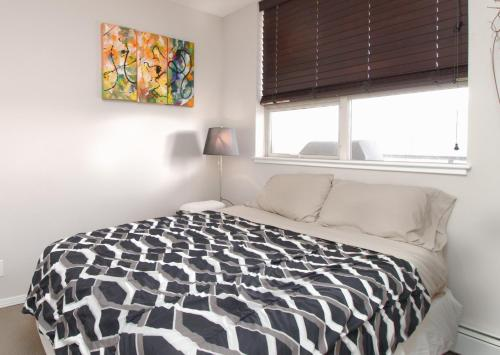 Chic High-rise with Great DT Views - Calgary, AB T2R 1S6