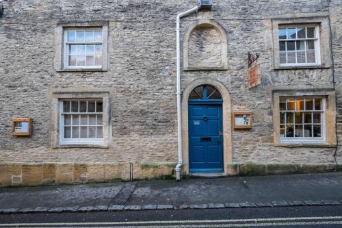 The Bell & Stuart House - Photo 5 of 14