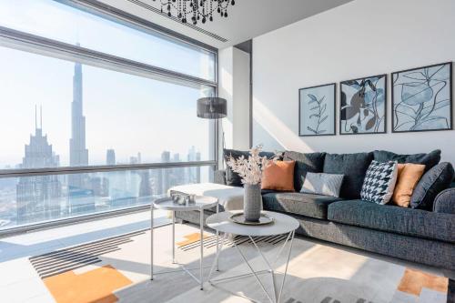 2 BR Apartment Stunning Views of Dubai Skyline and Burj Khalifa