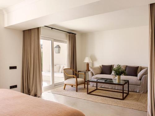 Suite con piscina privada Mas de Torrent Hotel & Spa 3
