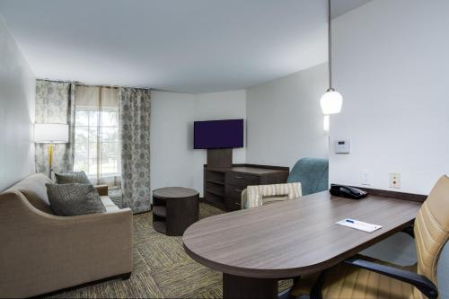 Candlewood Suites Fort Lauderdale Airport-Cruise, an IHG Hotel - image 7