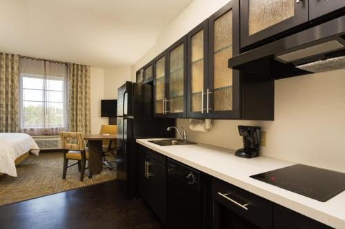 Candlewood Suites Fort Lauderdale Airport-Cruise, an IHG Hotel - image 14