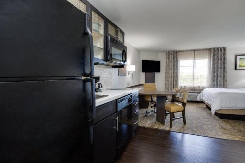 Candlewood Suites Fort Lauderdale Airport-Cruise, an IHG Hotel - image 4