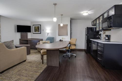 Candlewood Suites Fort Lauderdale Airport-Cruise, an IHG Hotel - image 9