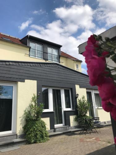 . a-domo Apartments Oberhausen - Moderne Wohnungen und Studio Apartments - Gute Anbindung ideal für 1 - 5 Personen
