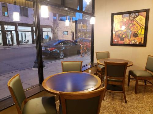 BEST WESTERN PLUS Hawthorne Terrace Hotel - Chicago, IL IL 60657