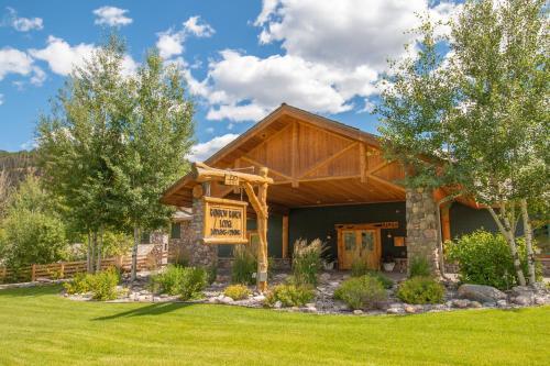Rainbow Ranch Lodge - Accommodation - Big Sky Canyon Village