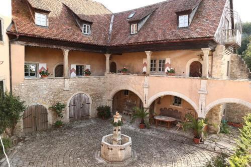 . Geyer-Schloss Reinsbronn