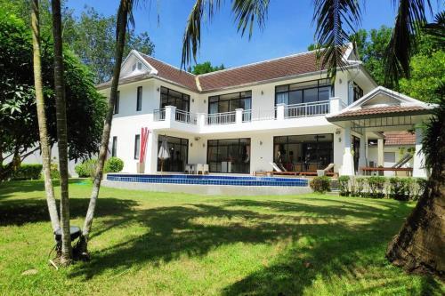 Lush Pool villa, 900 SQM land, 6 beds, private parking, electric gat Lush Pool villa, 900 SQM land, 6 beds, private parking, electric gate