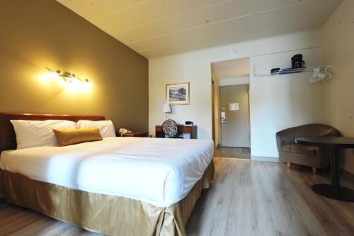 Hotel Le Voyageur - Photo 2 of 26