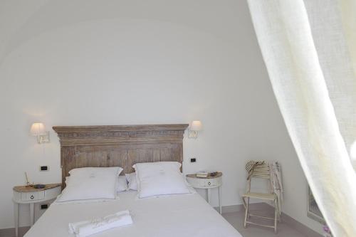 Via Roma, 46, 84010 Praiano SA, Italy.