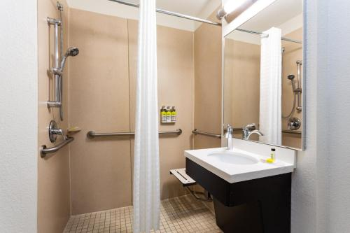 Candlewood Suites Fort Lauderdale Airport-Cruise, an IHG Hotel - image 13