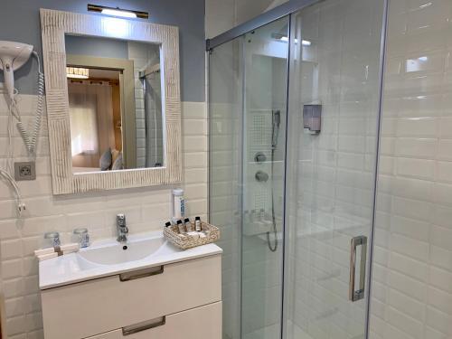 Suite Deluxe con bañera de hidromasaje Palacio Torre de Ruesga 12