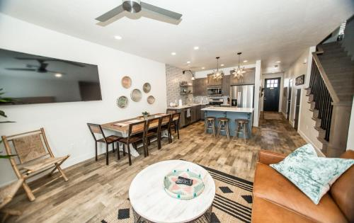 The Gathering Place by Freedom Vacation Rentals - Apartment - Washington