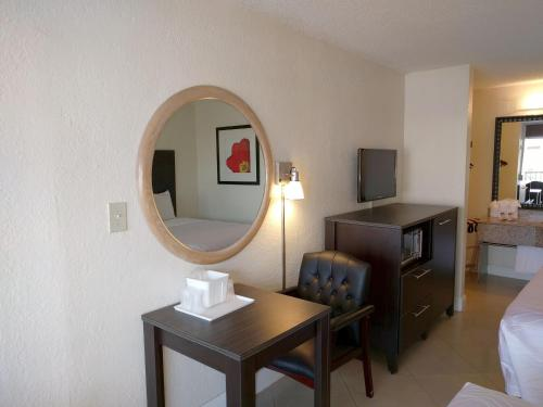 Red Carpet Inn Airport Fort Lauderdale - image 14