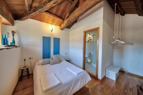 Habitación Superior - 1 cama grande - Uso individual Casa Rural Piñeiro, de Vila Sen Vento 1