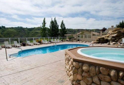 Paradise Canyon Golf Resort Luxury Condo U407 - Lethbridge, AB T1K 6V2