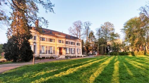 . La Maison Verneuil