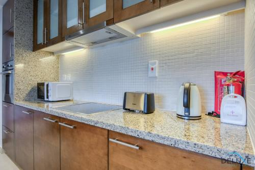 Exquisite Two Bedroom Apartment in South Ridge 4 by Deluxe Holiday Homes - image 2