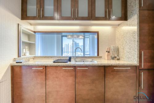 Exquisite Two Bedroom Apartment in South Ridge 4 by Deluxe Holiday Homes - image 3
