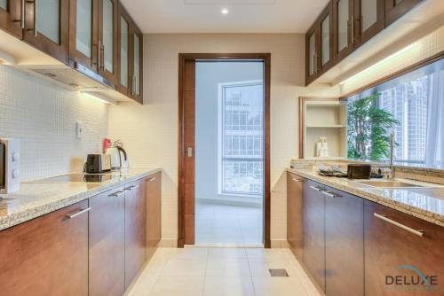 Exquisite Two Bedroom Apartment in South Ridge 4 by Deluxe Holiday Homes - image 5