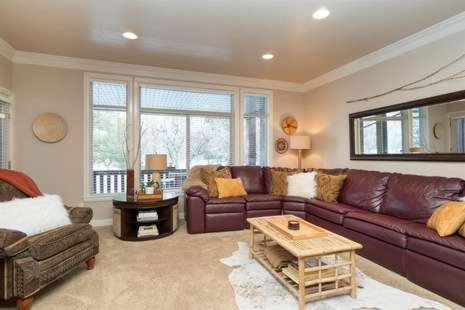 1 Bedroom Huntsville, Utah Vacation Rental - Snowbasin and Pineview Lodging - Hotel - Huntsville