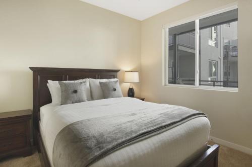 Wilshire La Brea - 1 Bedroom Main image 2
