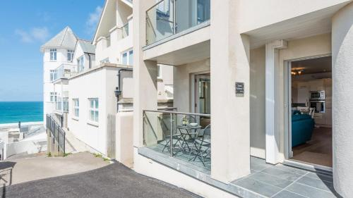 3 Porthmeor Apartments, Super Comfortable, Parking, Private Balcony. Close To Tate Gallery St Iv, St Ives, Cornwall