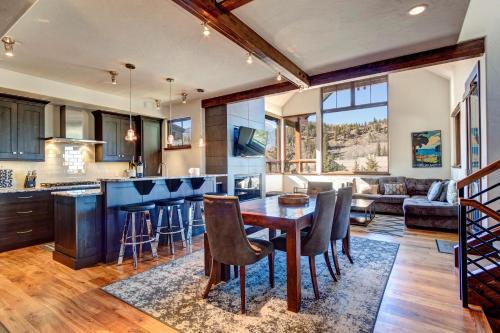 Stunning Mountain Home! Downtown! - Accommodation - Breckenridge
