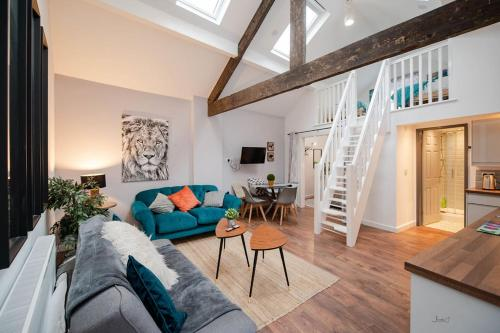 . Air Host and Stay - Apartment 2 Broadhurst Court sleeps 6 minutes from town centre