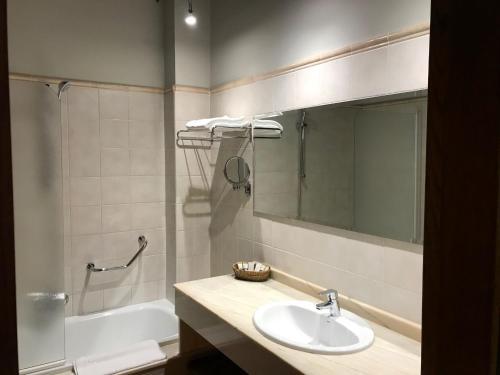 Doppel-/Zweibettzimmer mit Zugang zum Spa Hotel Spa San Marcos 5