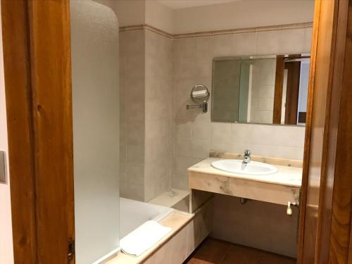 Standard Doppel- oder Zweibettzimmer mit Balkon Hotel Spa San Marcos 7
