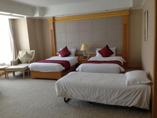 Riverview Hotel on the Bund Семейный номер Делюкс (для 3 взрослых)