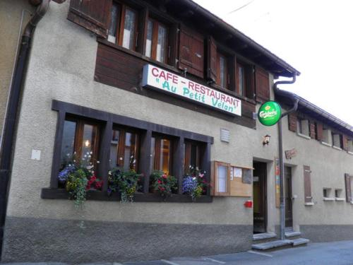Hostel Petit Vélan - self check-in hostel - Accommodation - Bourg-St-Pierre