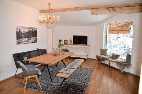 Waldcafe - Das Chalet am See - Apartment - Imst-Gurgltal