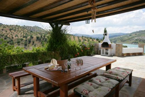 Zahara de la Sierra Villa Sleeps 5 with Pool and Air Con